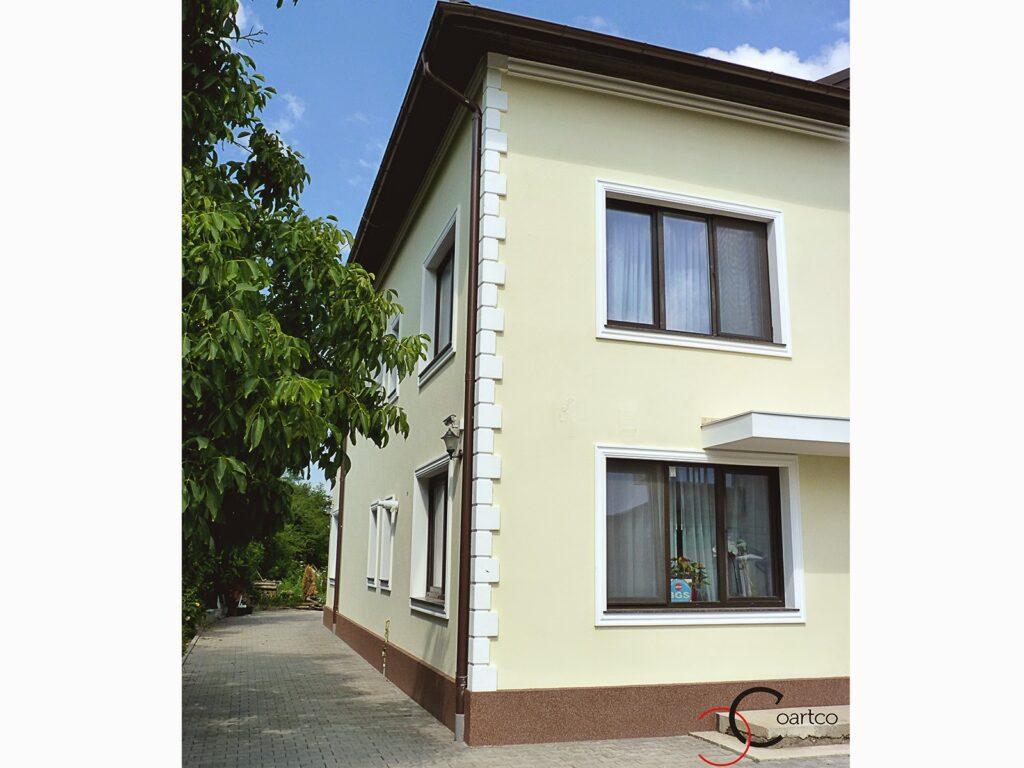 fatade de case cu ornamente exterior geamuri, profile decorative polistiren pentru fatade case
