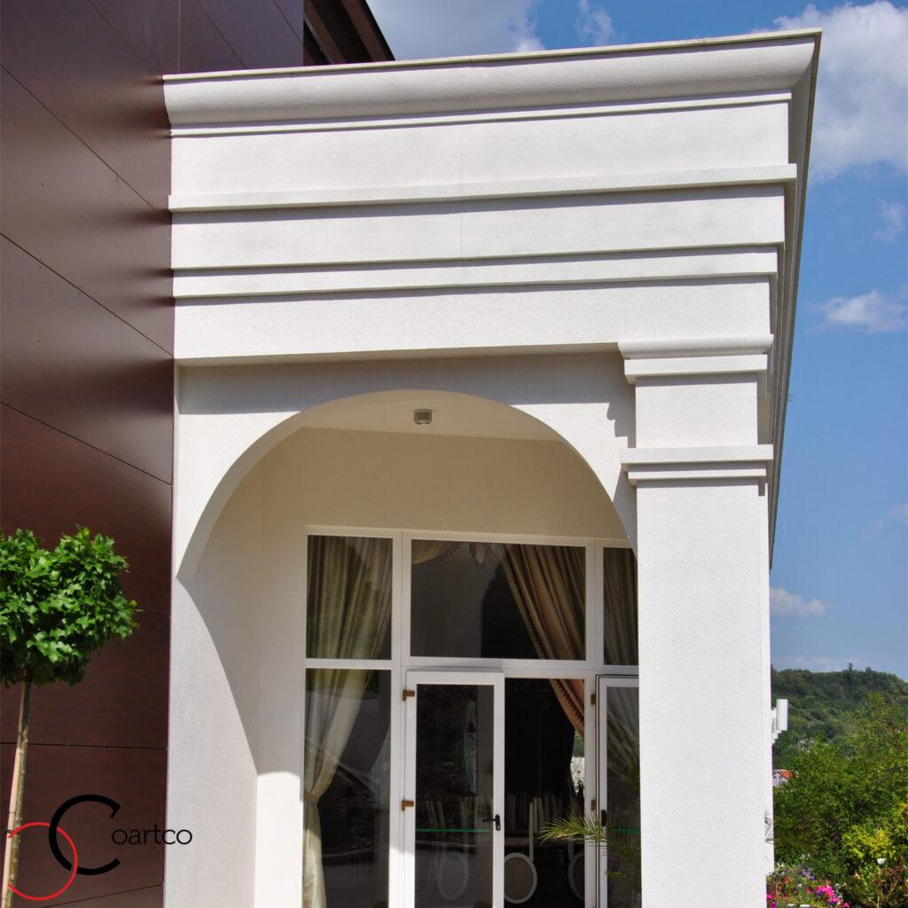 cornisa din polistiren personalizata pentru intrare sala de nunti