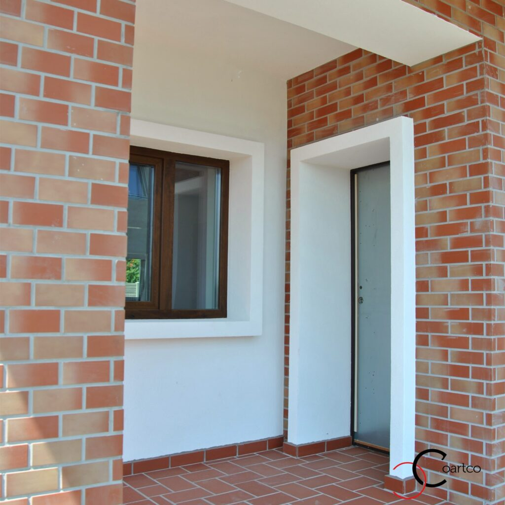 profile decorative din polistiren pentru ferestre si usi, fatada casa cu caramida aparenta