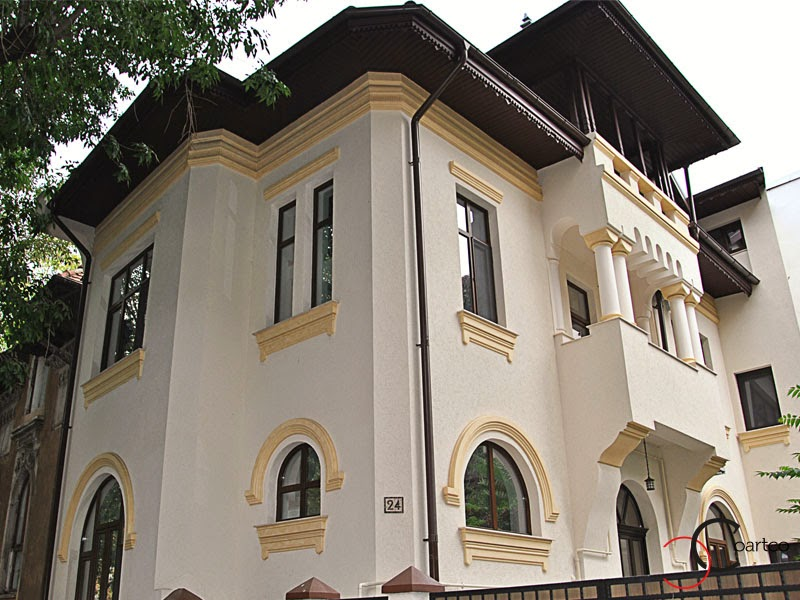 fatada casa reabilitata in stil neo-romanesc cu profile decorative din polistiren , arcada, cornisa
