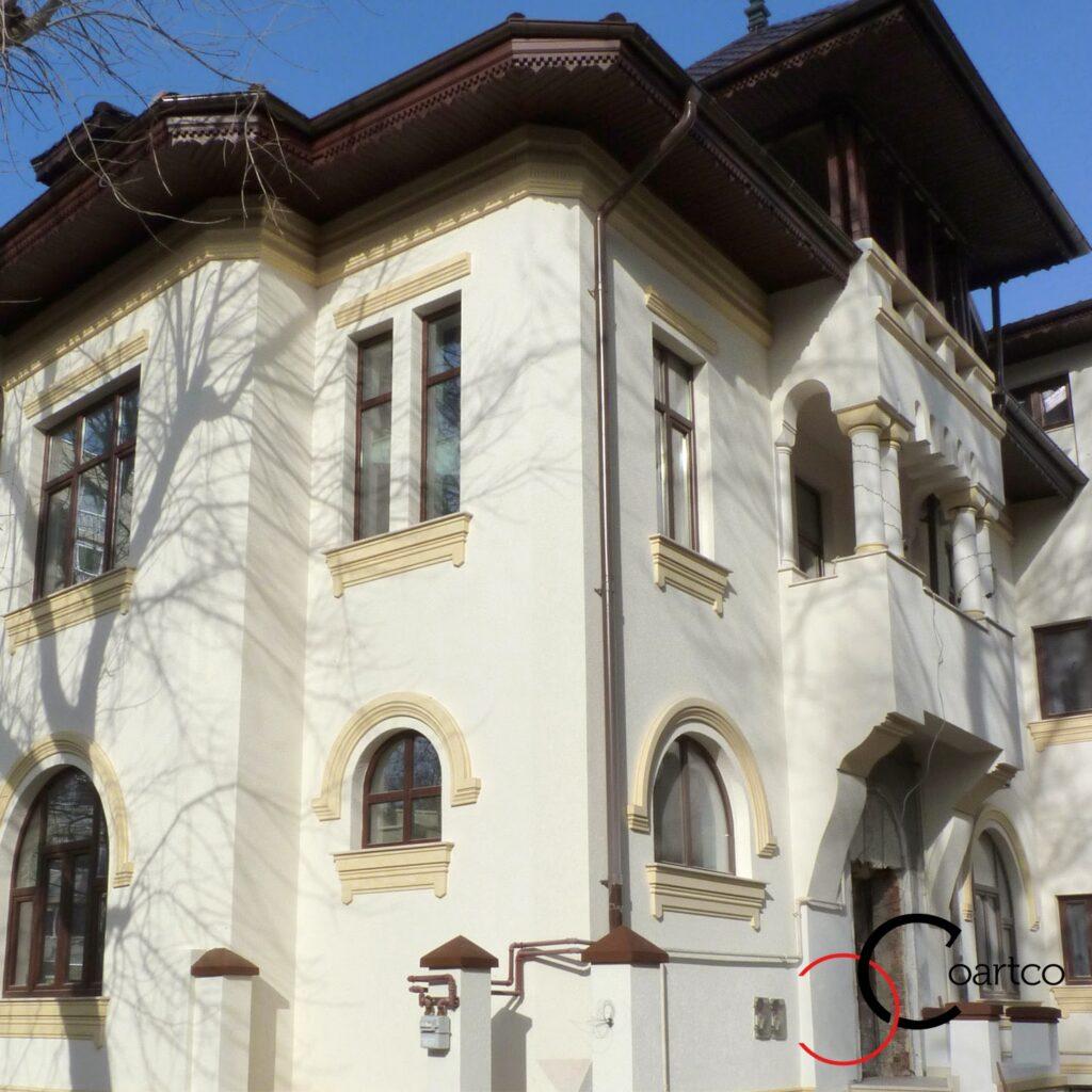 fatade case clasice reabilitate cu profile decorative din polistiren decorativ