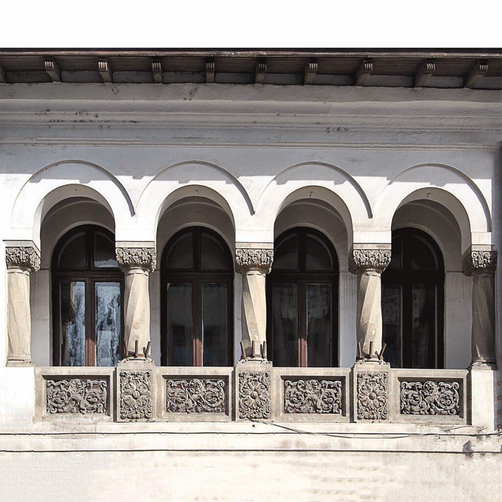 balcon cu coloane neoromanesti, profile decorative fatada
