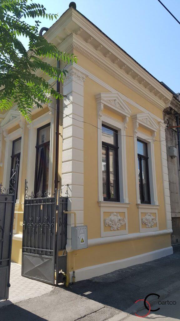 Reabilitare fatada casa veche cu profile decorative CoArtCo