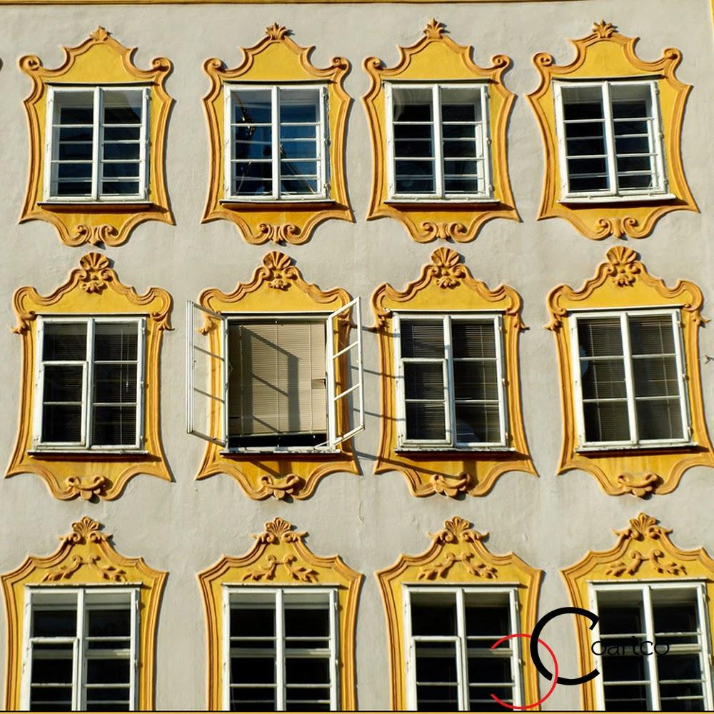 ancadramente ferestre exterior din galbene, fatade case, fatade blocuri