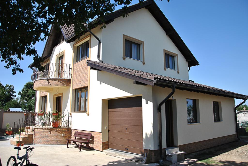 fatada casa moderna cu profile decorative coartco