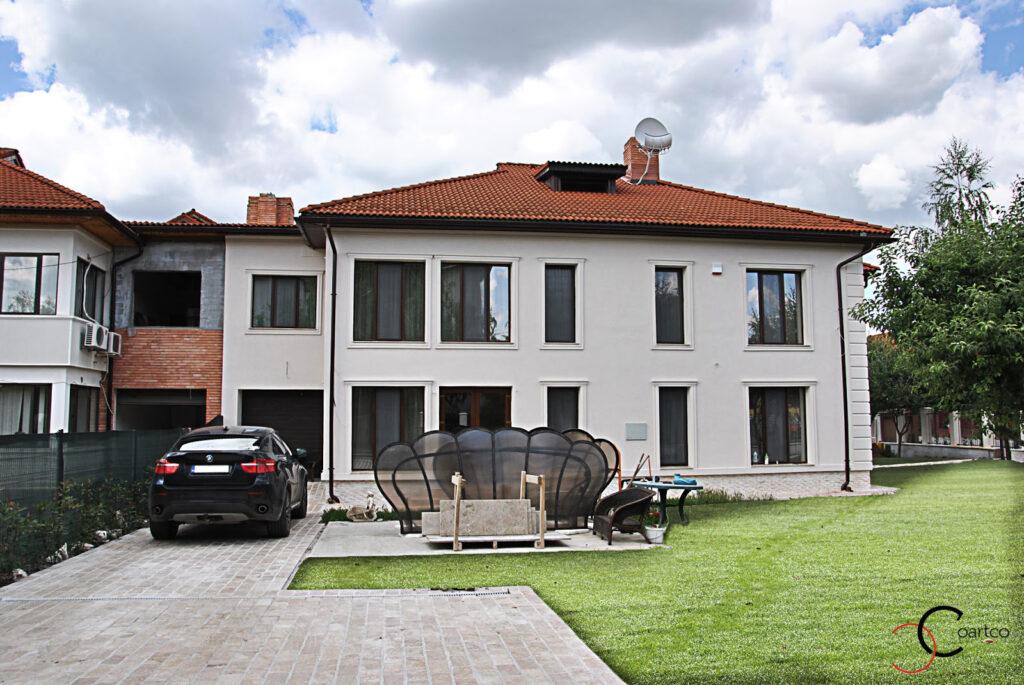 Fatada Casa Moderna ce are montate profile decorative din polistiren coartco