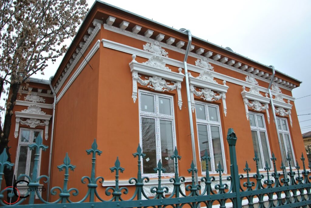 Reabilitare Fatada Casa cu Profile Decorative din Polistiren