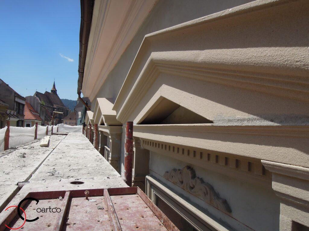Montaj Profile Polistiren Decorative pe Fatada Casei in apropiere de Biserica Neagra