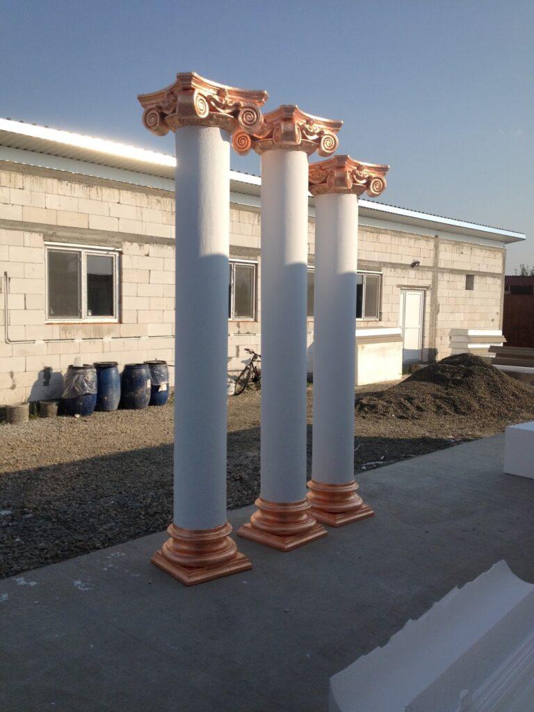 Coloane Ionice in curtea Fabricii de Profile Decorative CoArtCo