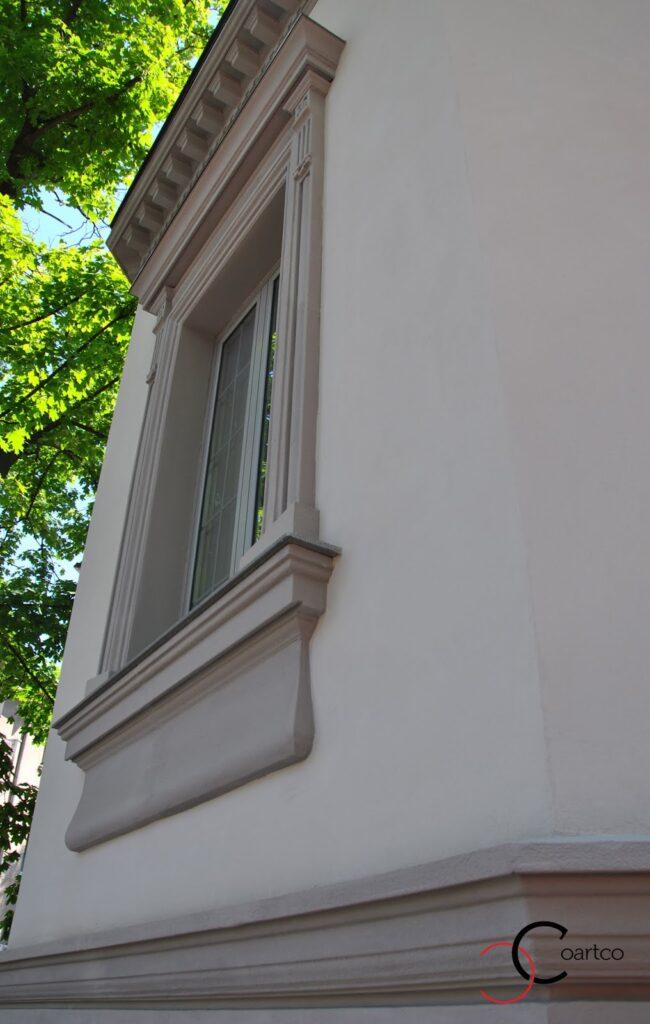 Ancadrament decorativ din polistiren coartco montat pe fatada casei dana rogoz