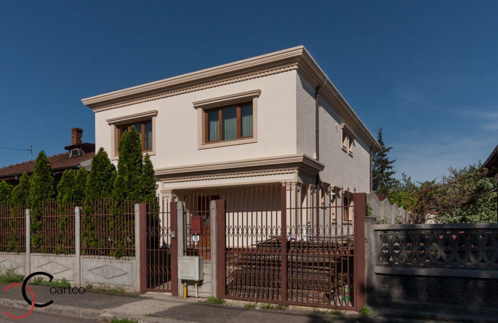 Proiect Casa Rezidentiala Bucurestii Noi cu Profile Decorative montate pe Fatada Casei