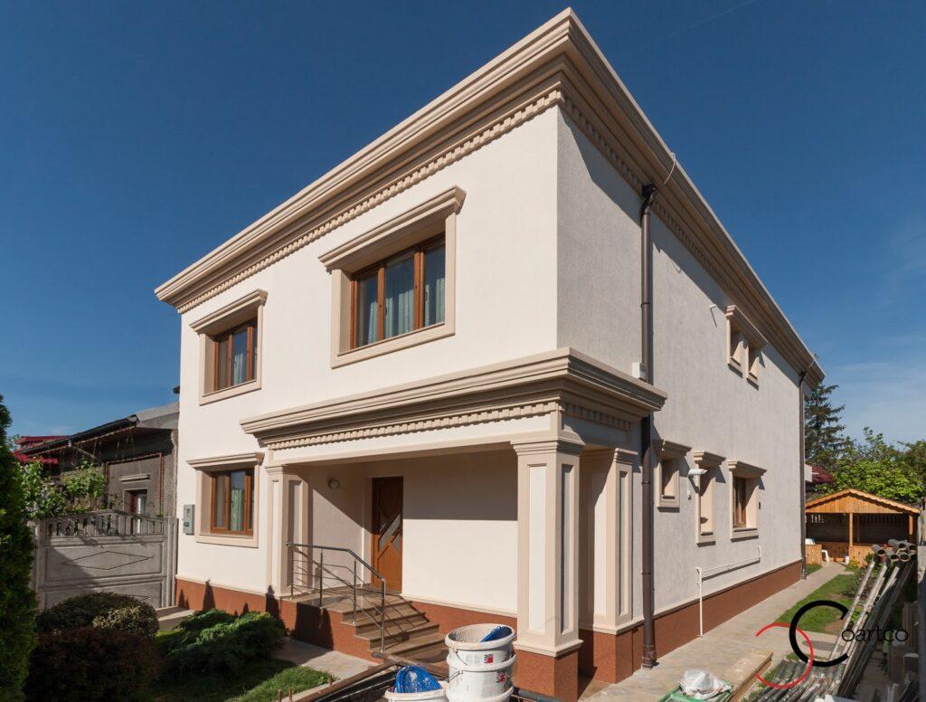 Proiect Casa Rezidentiala Bucurestii Noi cu Profile Decorative din Polistiren montate pe Fatada Casei
