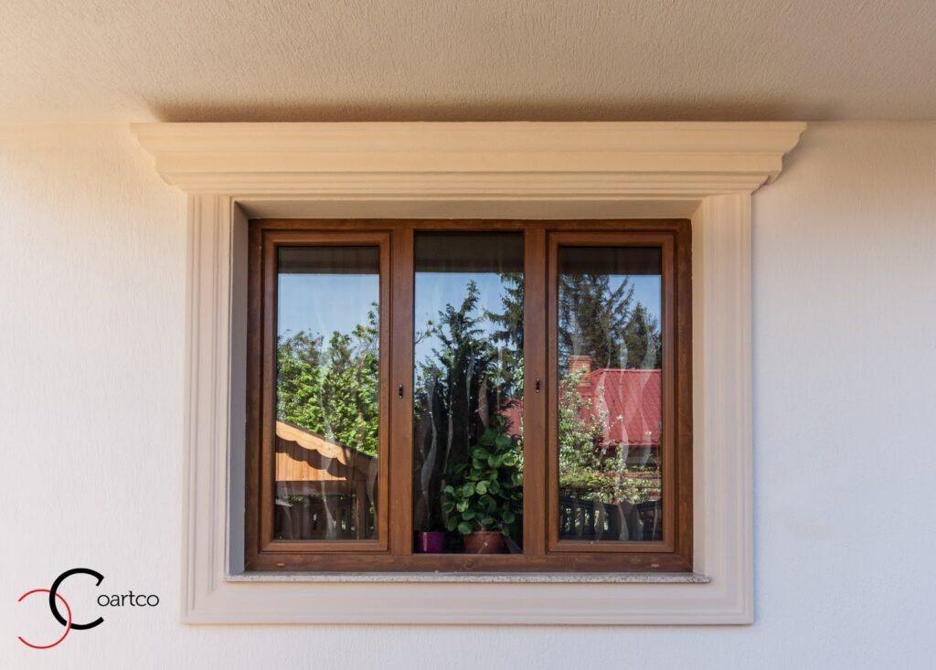 Casa Rezidentiala Bucurestii Noi cu Profile Decorative din Polistiren Montate pe Fatada Casei