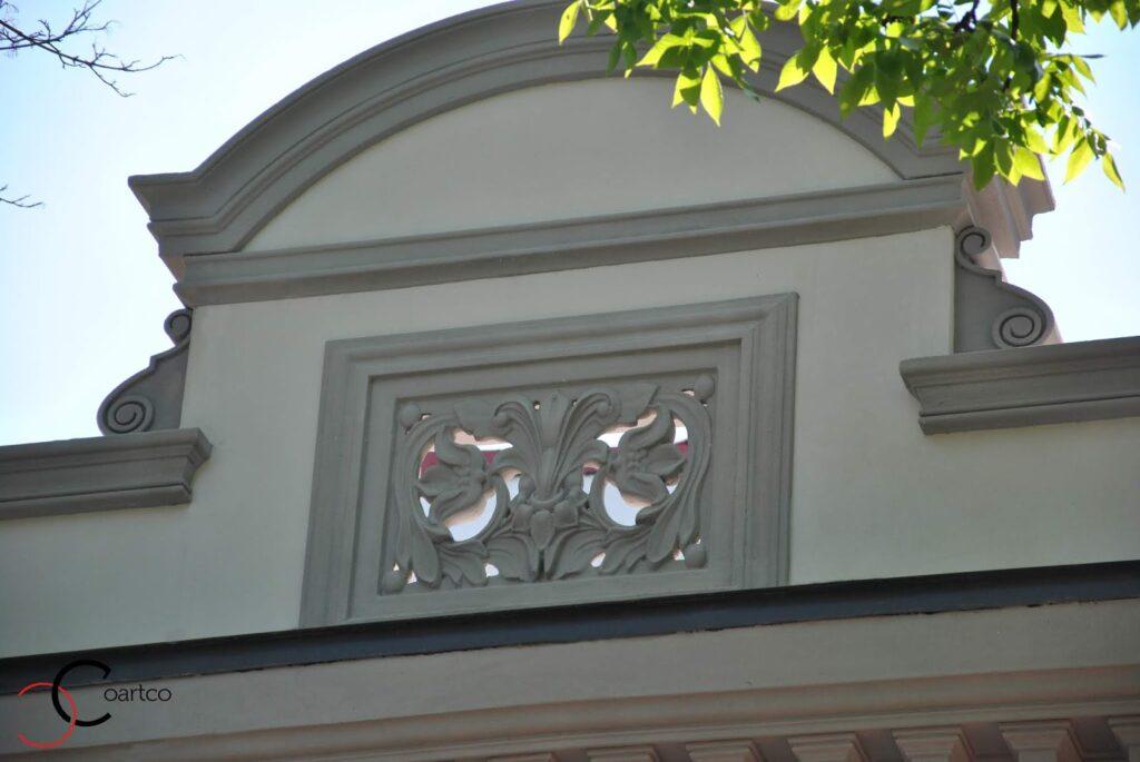 Fronton cu arcada si panou decorativ din polistiren coartco cu motive florale casa dana rogoz