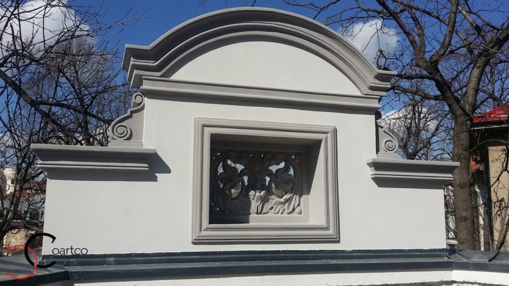 Fronton cu Panou Decorative elemente Florale si Arcada casa Dana Rogoz