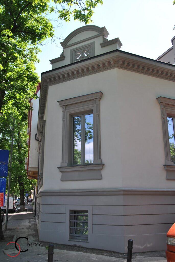 Fatada casa restaurata cu profile decorative din polistiren casa dana rogoz