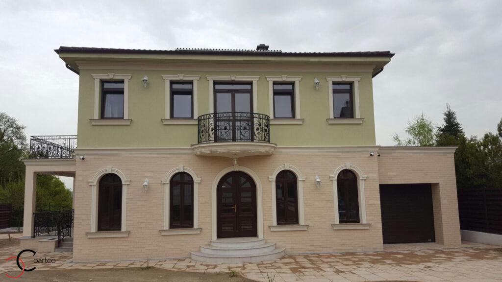 Modele de Fatada Casa cu Caramida Aparenta si Profile Decorative din Polistiren CoArtCo in Pitesti, Arges