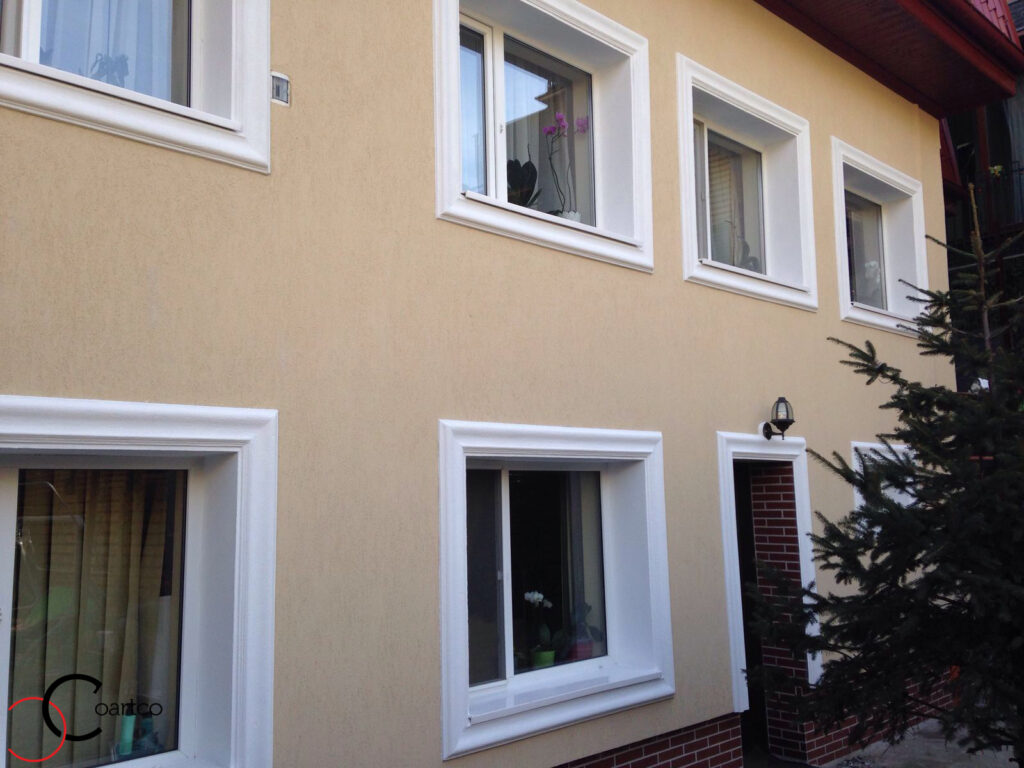 Fatada Casa cu Profile Decorative din Polistiren CoArtCo acoperite cu Rasina Grunjoasa