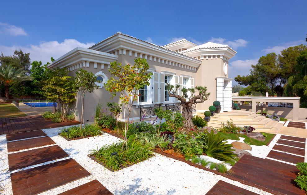Fatada Casa cu Cornisa pentru Exterior cu Console si Ancadramente pentru Ferestre cu Ancadrament Fereastra Rotunda