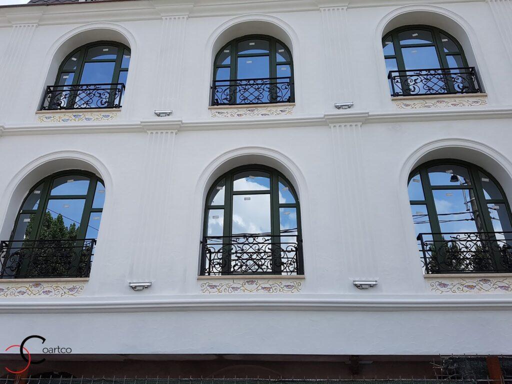 ancadramente ferestre din polistiren cu arcada delimitate de un brau decorativ din polistiren coartco