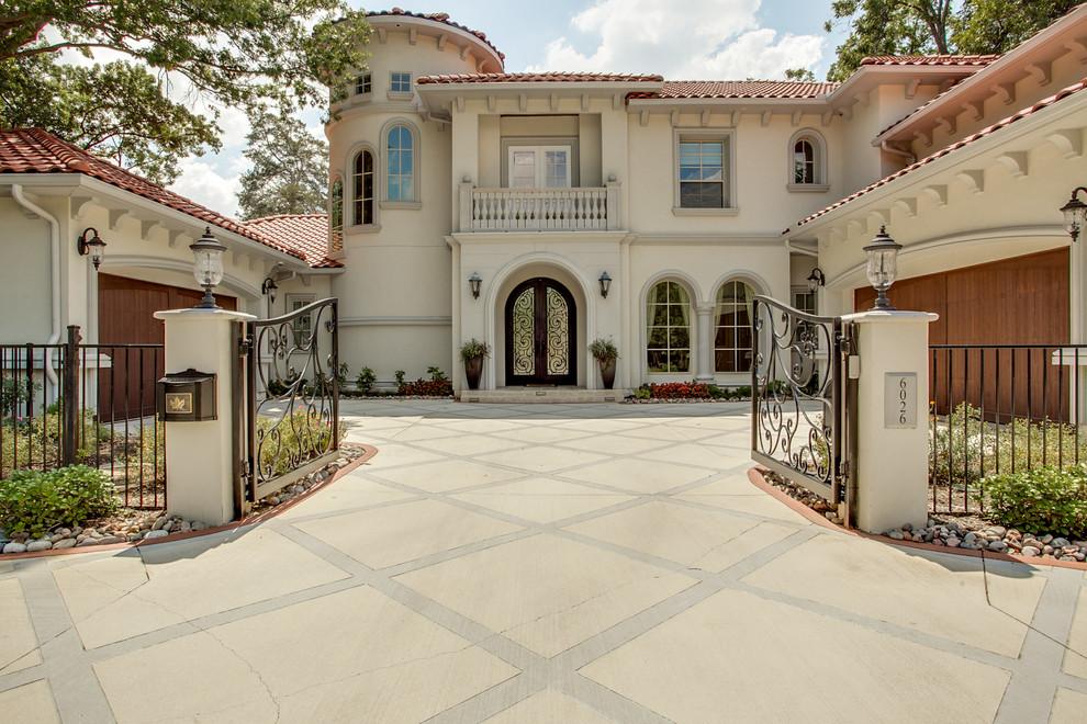Fatada Casa cu Profile Decorative pe Arcada Ancadramente cu Arcada si Cornisa Decorativa