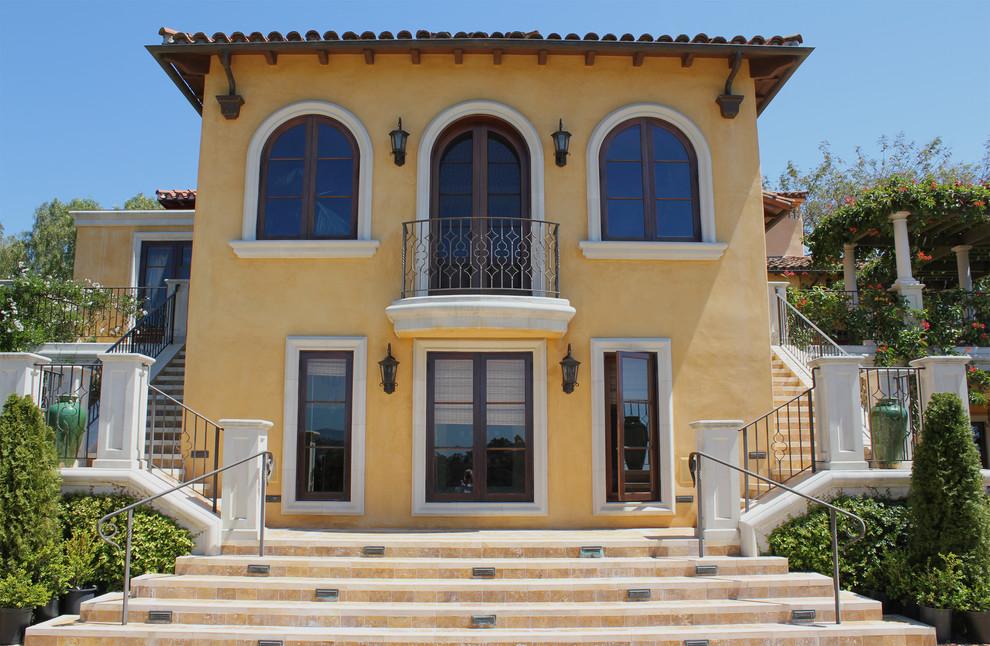 Fatada Casa cu Ancadramente pentru Ferestre cu Arcada si Solbanc din Polistiren