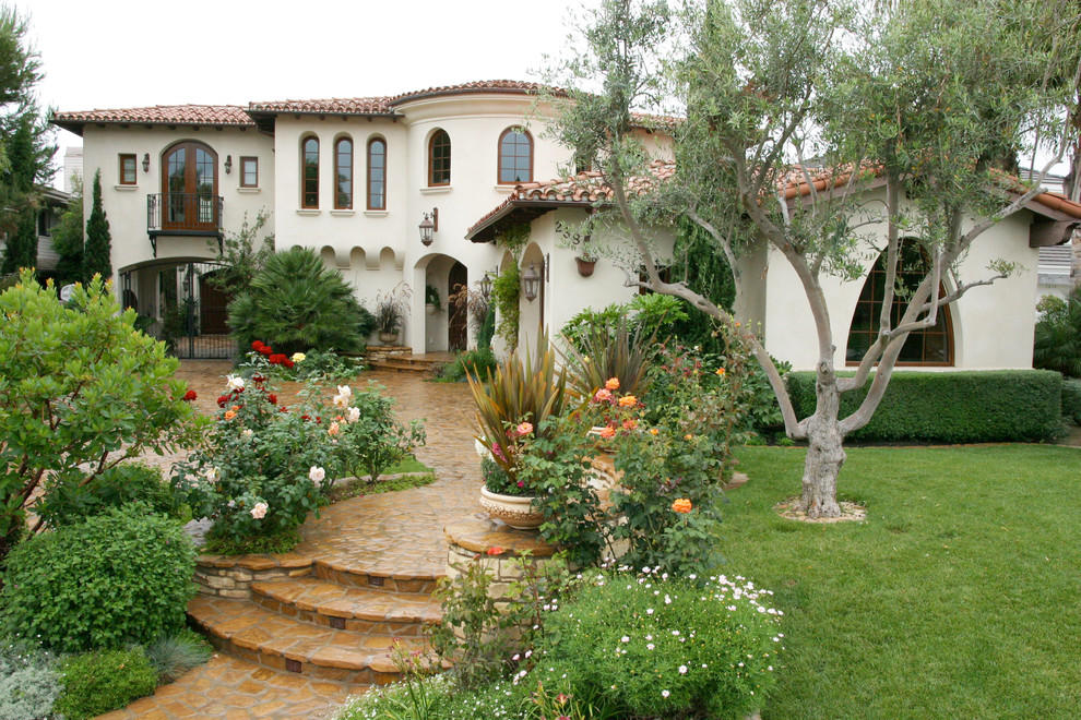 Fatada Casa cu Cornisa pentru Exterior si Solbanc pentru Ferestre cu Ancadramente cu Arcada