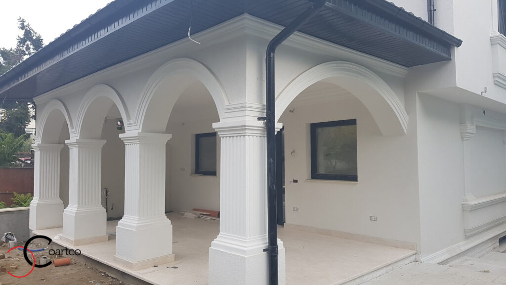 Idei fatada casa cu arcade si coloane patrate decorative din polistiren CoArCo