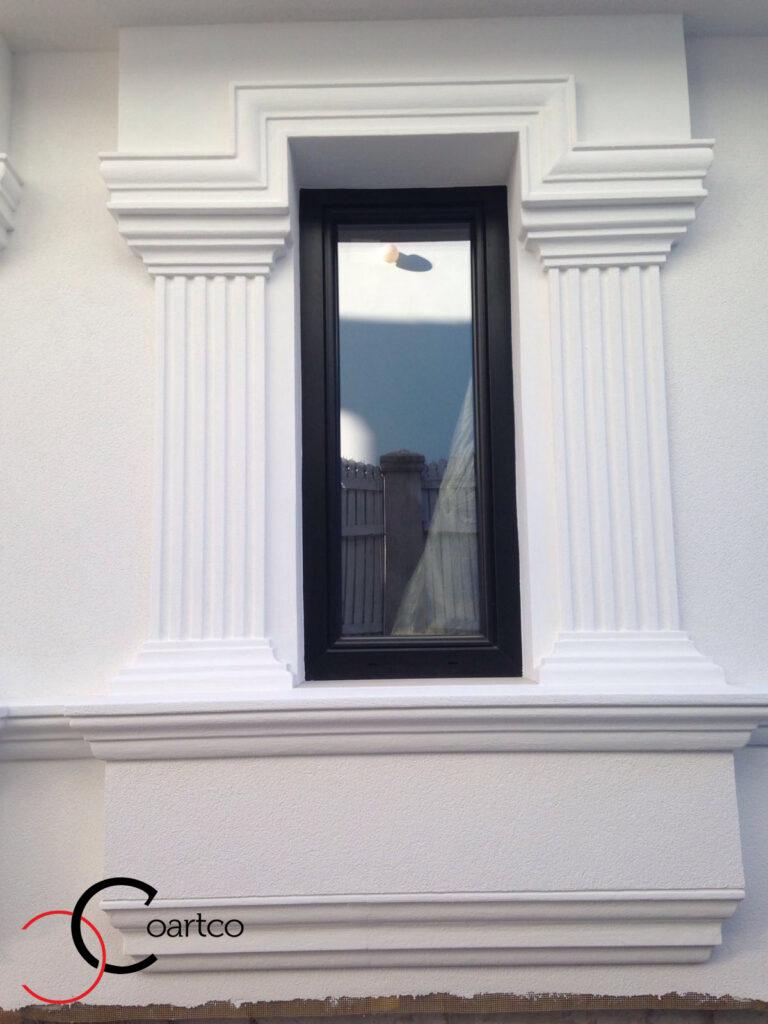 Ancadrament geam decorativ din polistiren CoArtCo cu pilastri si solbanc