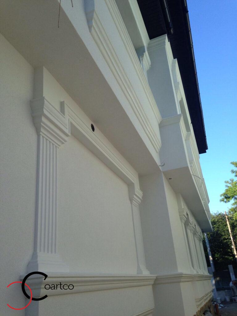 Ancadramente cu solbanc si fronton din polistiren pentru fatada casei