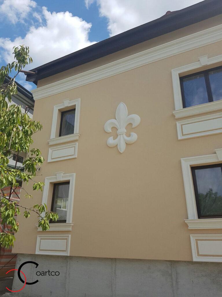 Fatada Casa cu Profile Decorative din Polistiren CoArtCo floarea de iris