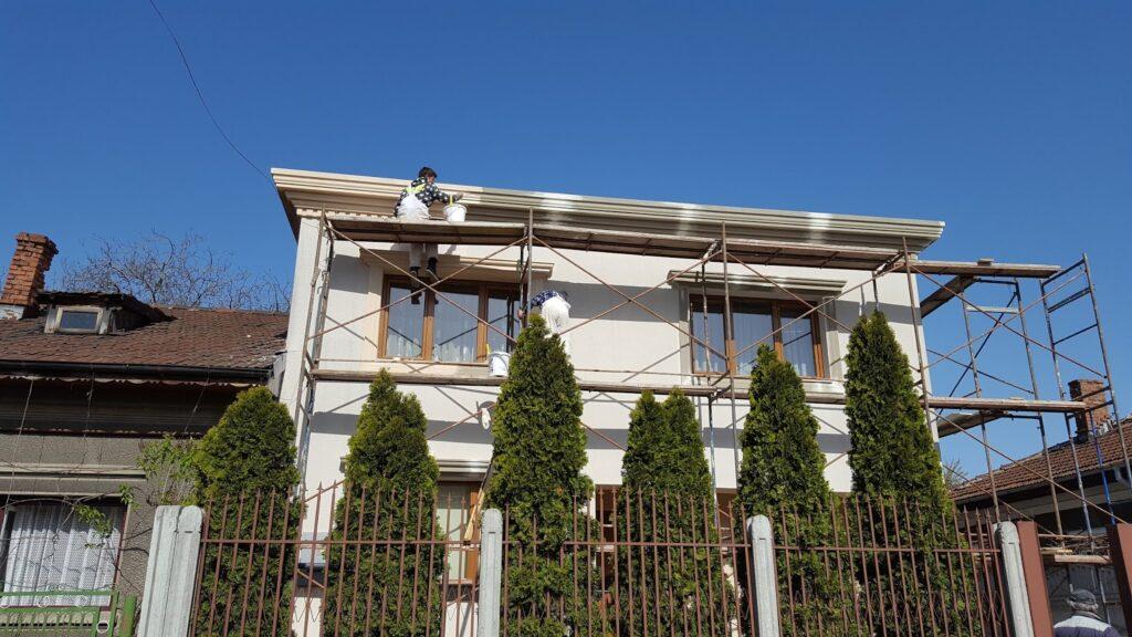 Montaj Profile Decorative CoArtCo pe Fatada Casei in Proiect Bucurestii Noi