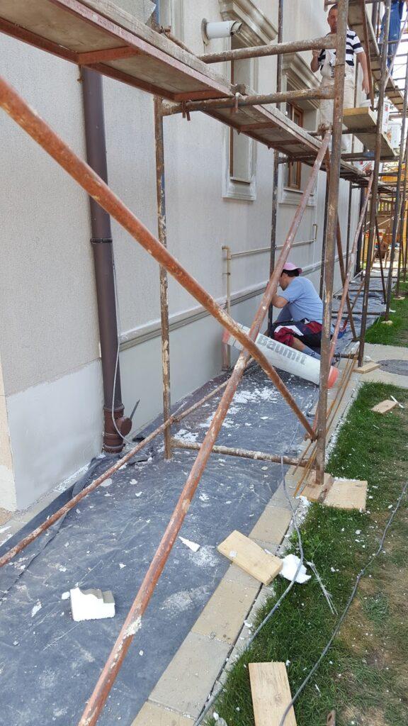 Montaj Profile din Polistiren CoArtCo pe Fatada Casei in Bucurestii Noi
