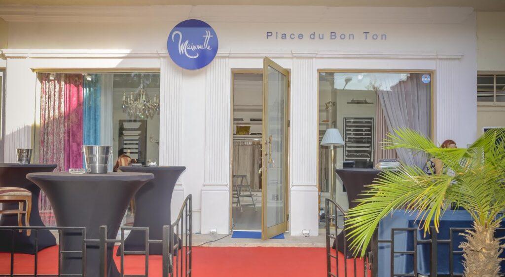profile decorative din polistiren CoArtCo pentru exterior montate pe fatada showroom-ului Maisonette