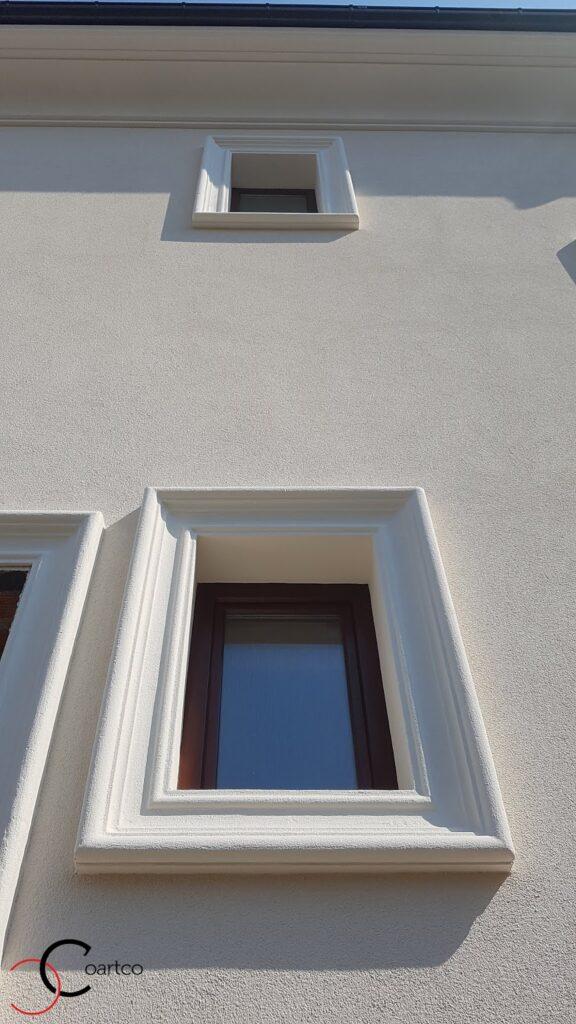 Fatada casa cu ancadramente pentru geamuri din polistiren CoArtCo