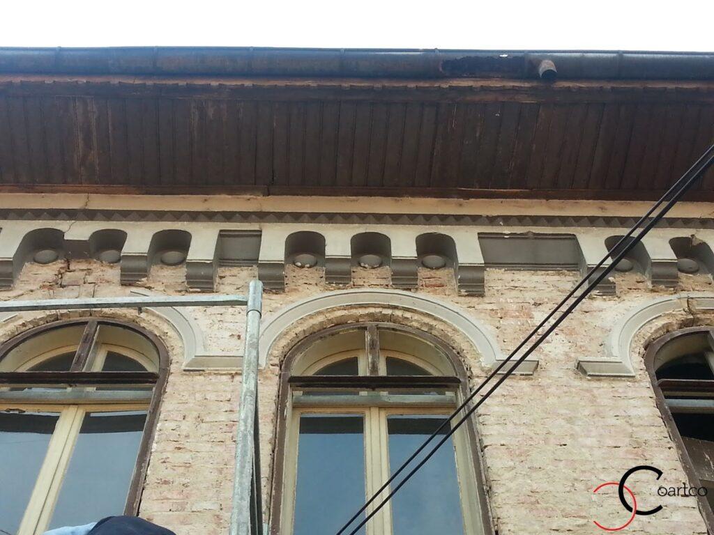 Reconditionare fatade case vechi cu profile decorative