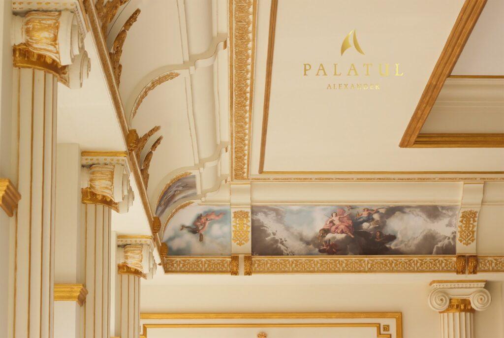 Salon de evenimente cu profile decorative din polistiren CoArtCo pentru interior