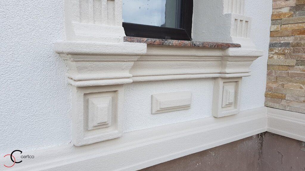 Fatade case cu profile decorative din polistiren CoArtCo in jurul ferestrelor