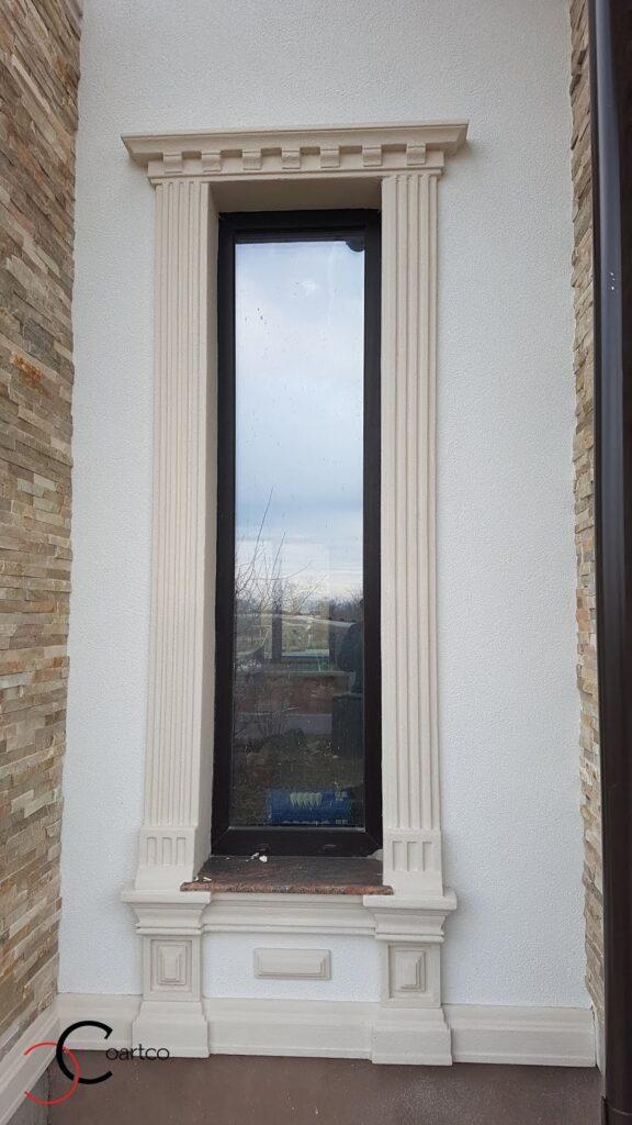 Ancadramente CoArtCo montate in jurul geamului