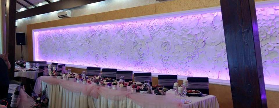 Salon Evenimente Regina Bistrita cu Profile Decorative din Polistiren CoArtCo si Panou Decorativ 3D cu Flori pentru Sali de Evenimente