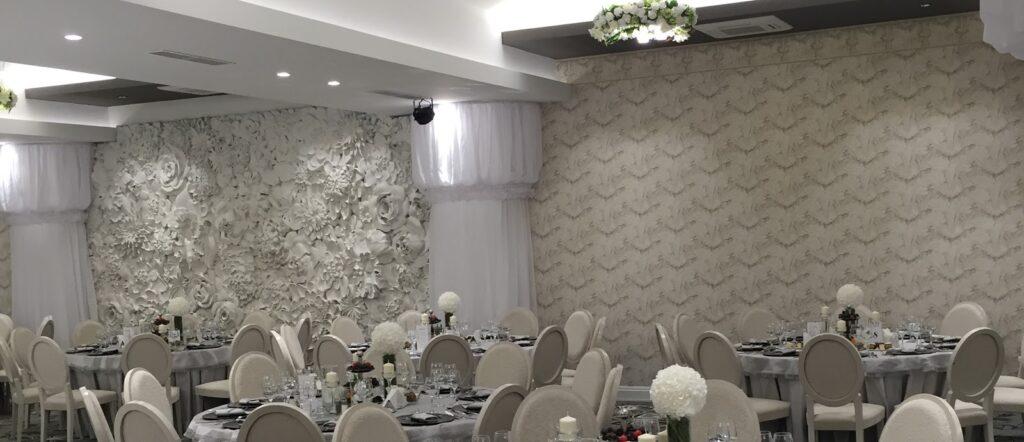 Salon Evenimente Panciu cu Profile Decorative din Polistiren CoArtCo si Panou Decorativ 3D cu Flori pentru Sali de Evenimente