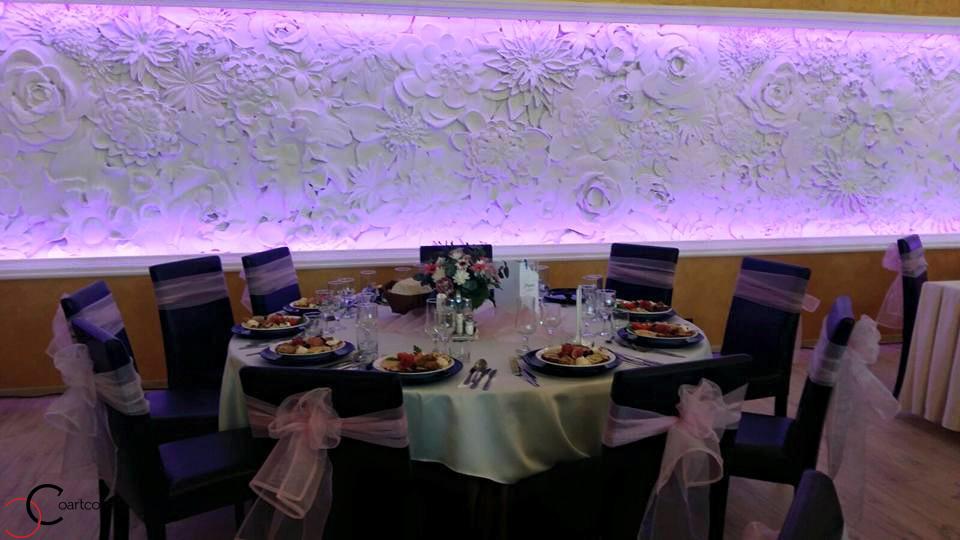 Panou decorativ cu flori din polistiren CoArtCo pentru salon de evenimente Regina din Bistrita