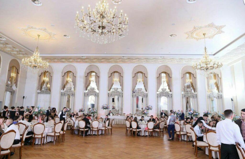 Sali de nunta amenajate cu profile decorative din polistiren CoArtCo