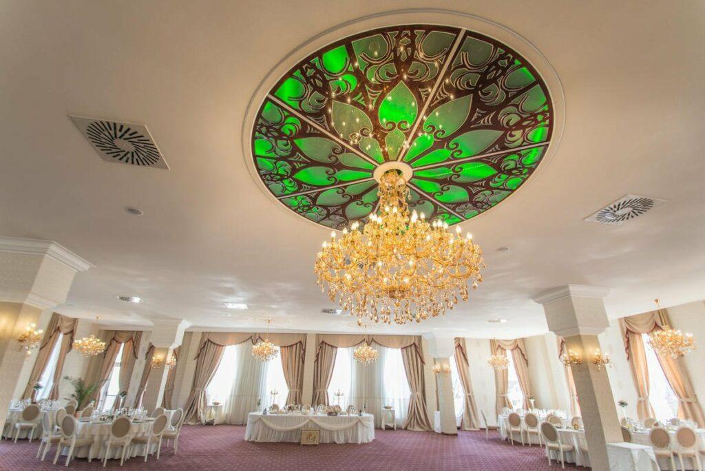 Rozeta decorativa din polistiren CoArtCo pentru tavan salon de nunti si evenimente