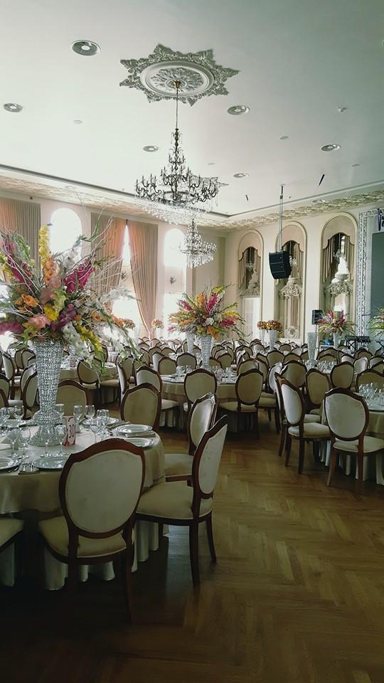 Sala de evenimente cu profile decorative din polistiren CoArtCo