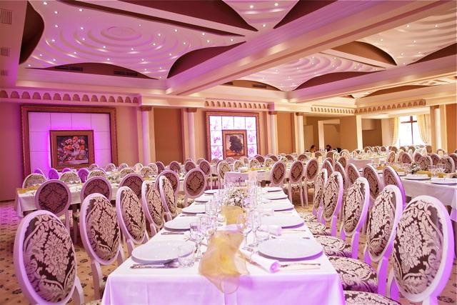 Profile decorative din polistiren CoArtCo pentru interior salon de evenimente