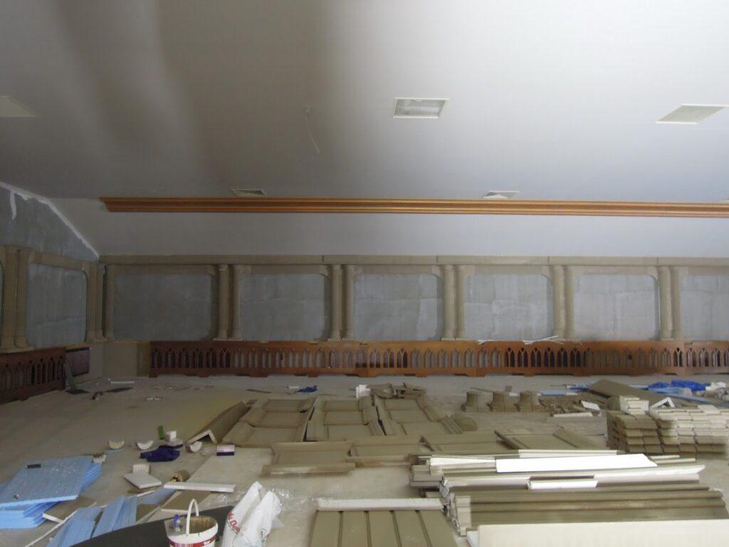 Manopera montaj profile decorative din polistiren CoArtCo in salon de evenimente