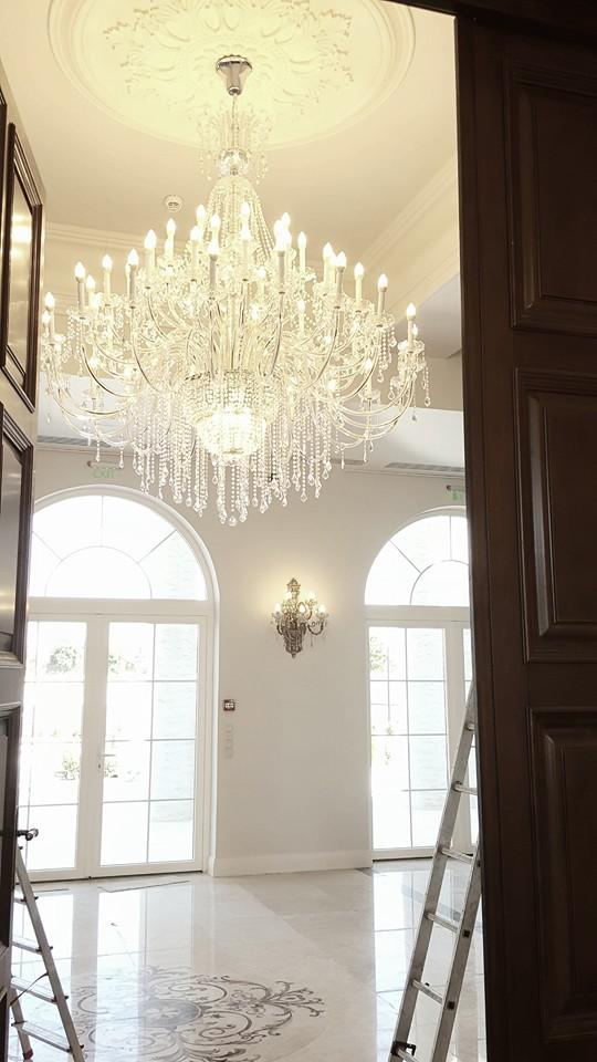 Montare profile decorative din polistiren CoArtCo pentru interior sala de evenimente