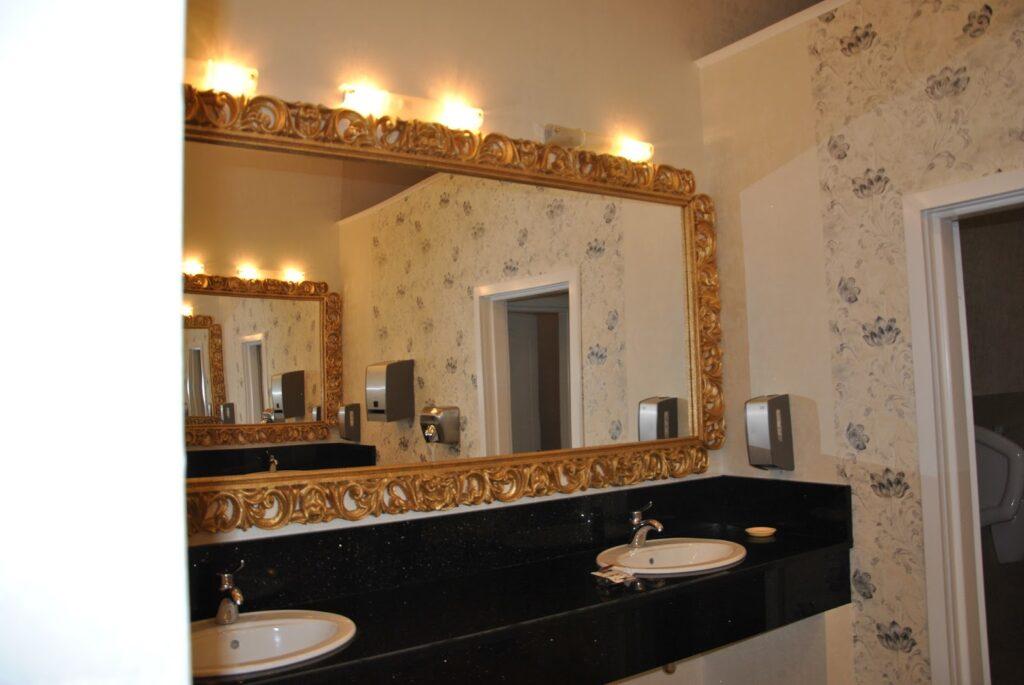 Rama de oglinda decorativa din polistiren CoArtCo pentru amenajare sala de evenimente