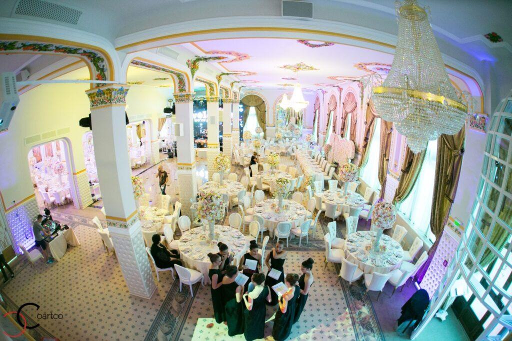 Amenajare sala evenimente cu profile decorative din polistiren CoArtCo